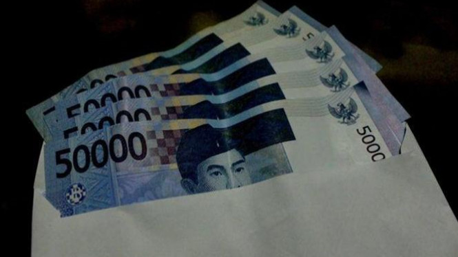 Amplop berisi uang. (ilustrasi)