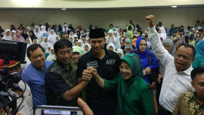 Politikus PPP Abraham Lunggana bersama AHY-Sylviana.