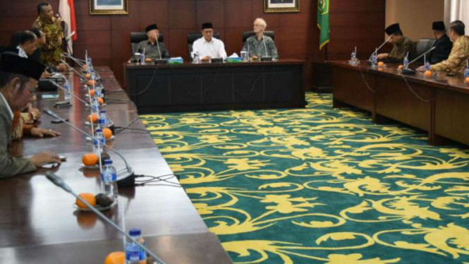 Menteri Agama Lukman Hakim Saifuddin mengumpulkan sejumlah tokoh lintas agama.