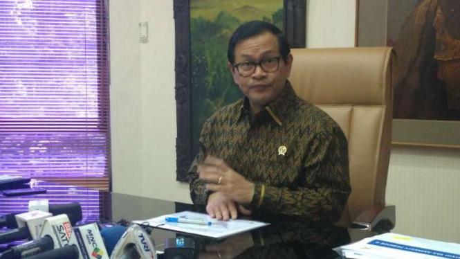 Sekretaris Kabinet Pramono Anung di ruang kerjanya
