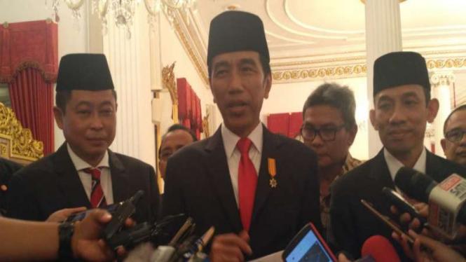 Presiden Jokowi bersama Ignasius Jonan dan Arcandra Tahar