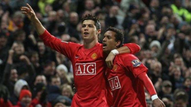Cristiano Ronaldo dan Luis Nani saat masih berseragam Manchester United.