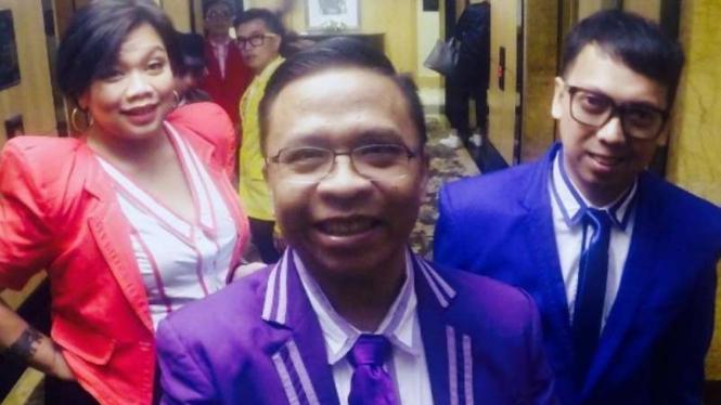 Oon (tengah) dengan Tika dan Udjo Project Pop