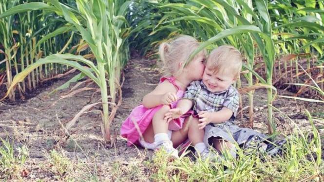 Anak gemar mencium