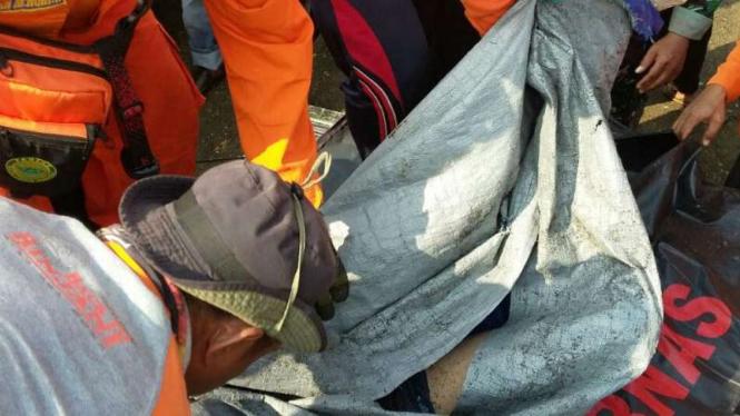 Tim SAR gabungan menemukan jasad korban tenggelam di Curug Lawe, Kendal.