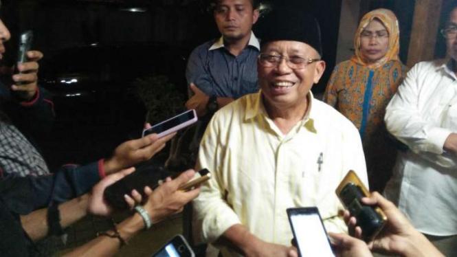 Ebby Djauhari, Ketua Tim Pemenangan calon gubernur dan wakil gubernur Banten, Wahidin Halim-Andhika Hazrumi, di Serang pada Selasa malam, 19 Oktober 2016.