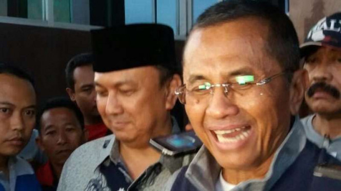Mantan Menteri Badan Usaha Milik Negara, Dahlan Iskan, seusai diperiksa di Kejati Jatim.