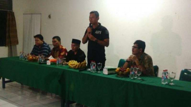 Agus Harimurti Yudhoyono di depan forum RT/RW