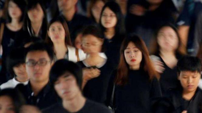 Tahun berkabung, penjualan kaos hitam membeludak di Thailand