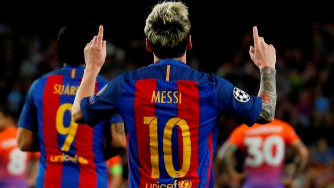 Striker Barcelona, Lionel Messi rayakan gol.