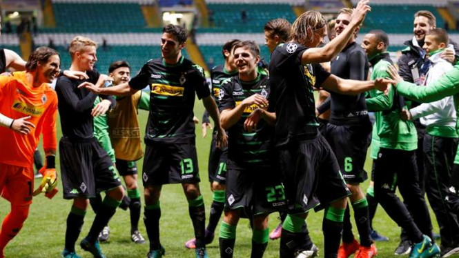 Para pemain Borussia Moenchengladbach rayakan kemenangan