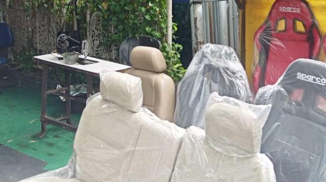Jok mobil karya penjahit Kebon SIrih.