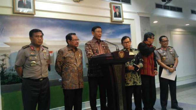 Wiranto memimpin konpers Saber Pungli di Kantor Presiden