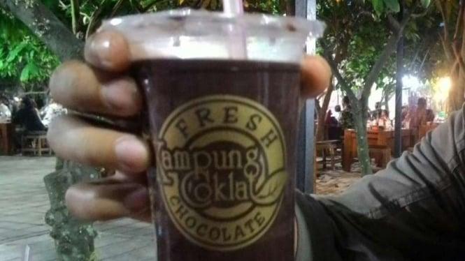 Minuman coklat di Kampung Coklat, Blitar, Jawa Timur