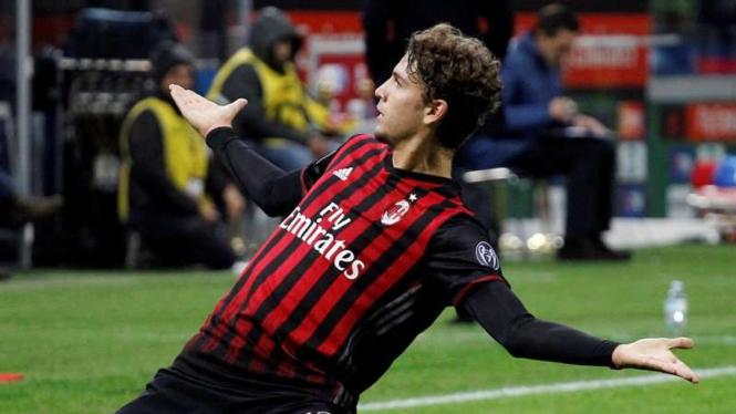 Pemain AC Milan, Manuel Locatelli, usai cetak gol