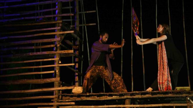 Pertunjukan kesenian tradisional ketoprak.
