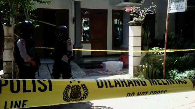 Aparat Densus 88 Antiteror Mabes Polri menangkap seorang terduga teroris berinisial GW alias SAB di Magetan, Jawa Timur, pada Selasa pagi, 25 Oktober 2016.