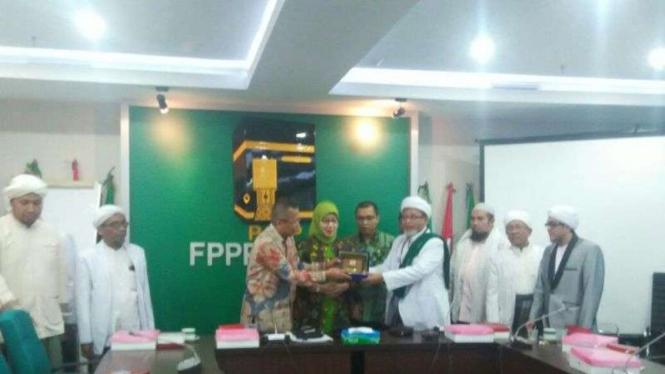 Ulama Madura datangi Fraksi PPP DPR suarakan agar kasus 'Al Maidah' Ahok diusut.