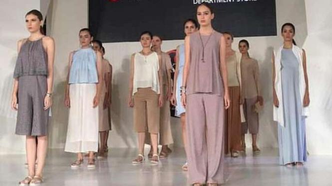 Koleksi kasual modern MDS di Jakarta Fashion Week