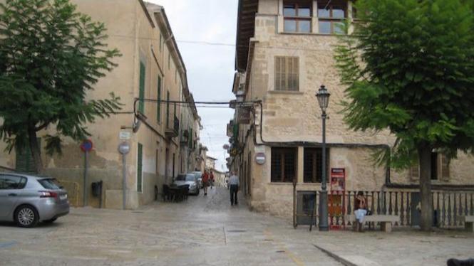 Kota Montuiri di Spanyol.