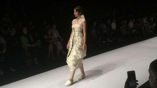 Koleksi Gaia Hypothesia di Jakarta Fashion Week 2017