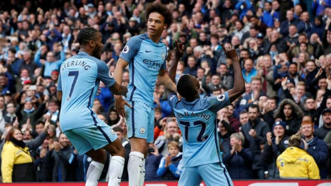 Para pemain Manchester City merayakan gol Kelechi Iheanacho (kanan)