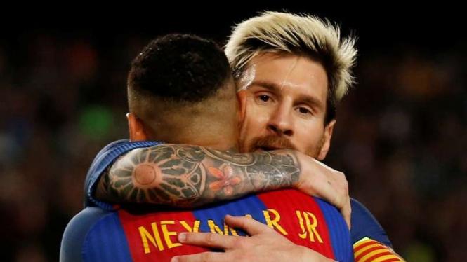Dua bintang Barcelona, Lionel Messi dan Neymar Jr.