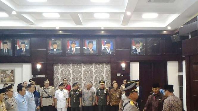 Menko Wiranto mengukuhkan Tim Saber Pungli beberapa waktu lalu.