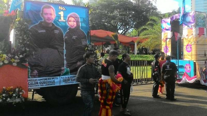 Mobil hias pasangan Agus-Sylvi untuk deklarasi kampanye damai di Silang Monas.