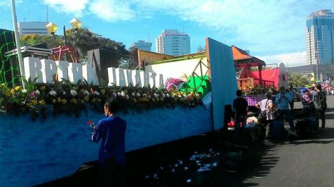 Mobil hias pasangan Ahok-Djarot untuk deklarasi kampanye damai di Silang Monas.