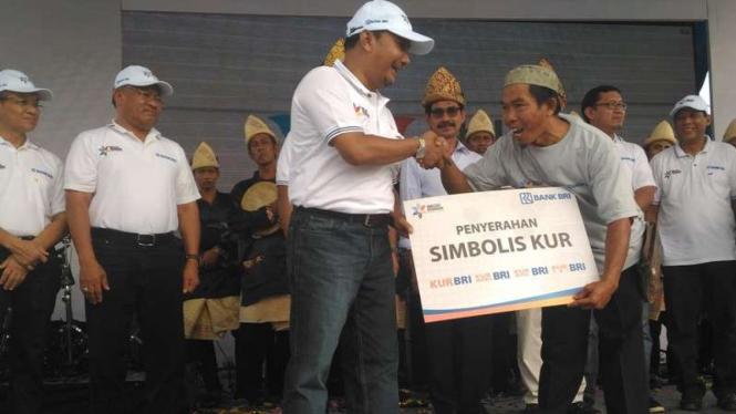 Penyerahan Kredit Usaha Rakyat (KUR) Bank Rakyat Indonesia (BRI)