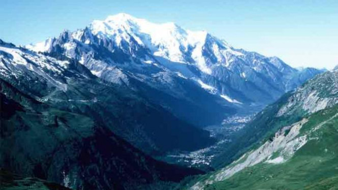 Mont Blanc di Pegunungan Alpen, Eropa.
