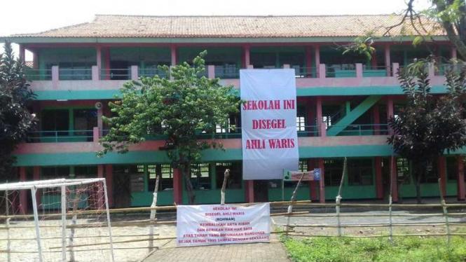 Sekolah milik Yayasan Darul Mujtahidin yang disegel oleh pemilik tanah, Senin (31/10/2016)