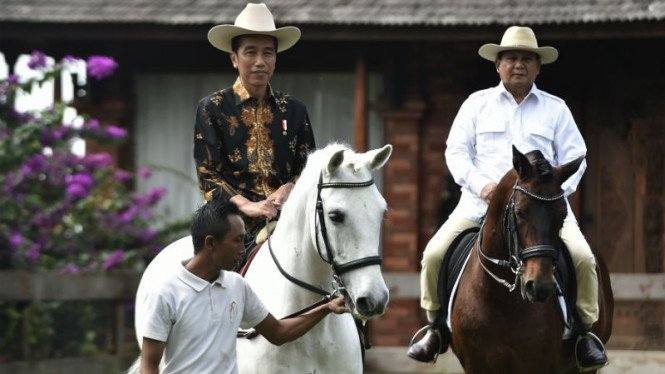 Presiden Jokowi bersama Prabowo Subianto.