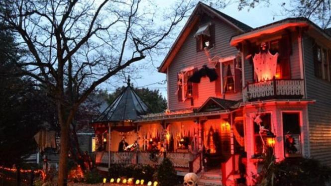 Dekorasi Rumah Pada Perayaan Halloween.