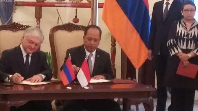 Menlu Armenia, Eduard Nalbandian dan Menristekdikti, M. Nasir.
