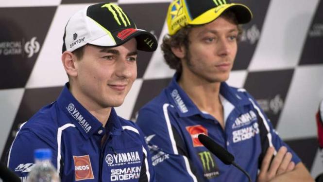 Valentino Rossi saat bersama Jorge Lorenzo di Movistar Yamaha