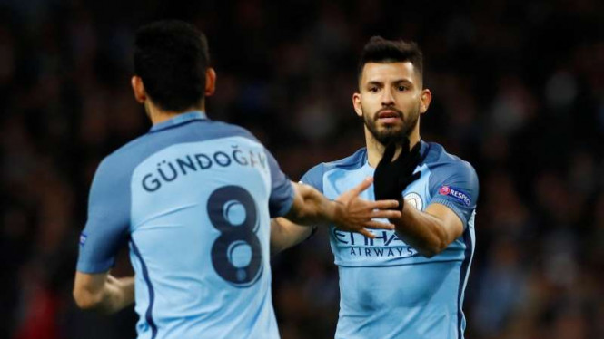 Pemain Manchester City, Sergio Aguero dan Ilkay Guendogan