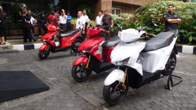 Motor listrik Gesits yang digunakan untuk touring Jakarta-Bali.