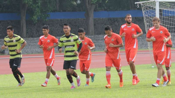 Pemain Persija Jakarta menggelar latihan.