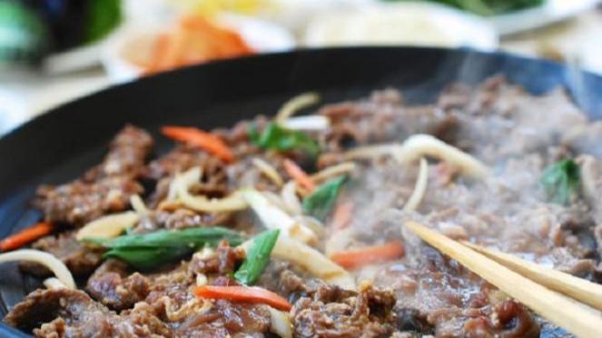 Kuliner bulgogi khas Korea.