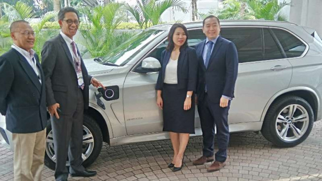 BMW pamerkan X5 Hybrid di Indonesia Economic Forum.