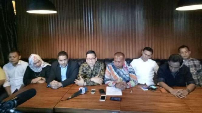 Sejumlah kader yang mengatasnamakan Generasi Muda Partai Golkar menggelar konferensi pers Sudirman Central Business District, Jakarta Selatan, pada Rabu, 16 November 2016.
