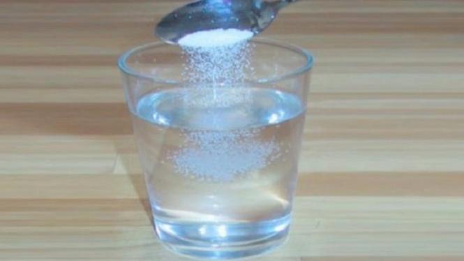 Usapkan Air Garam Pada Wajah Dan Rasakan Manfaatnya