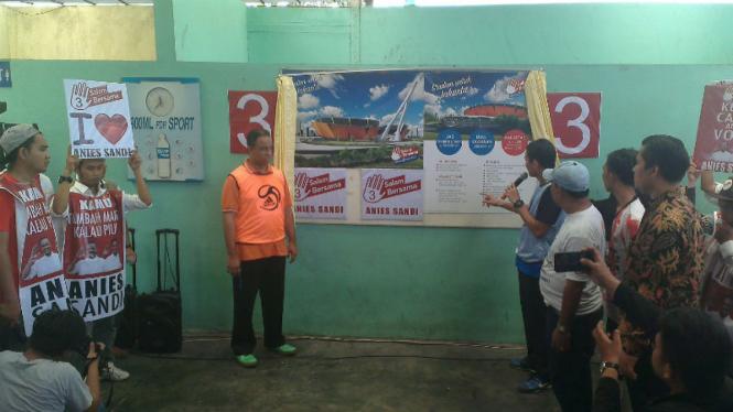 Pasangan Anies Baswedan-Sandiaga Uno saat berkampanye di Cakung
