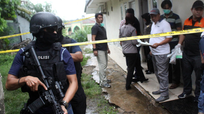 Penggeledahan rumah terduga teroris di Tambun Selatan, Bekasi