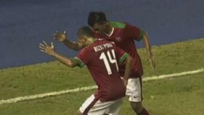 Lerby Aliandry dan Rizky Pora merayakan selebrasi usai mencetak gol di Piala AFF 2016.