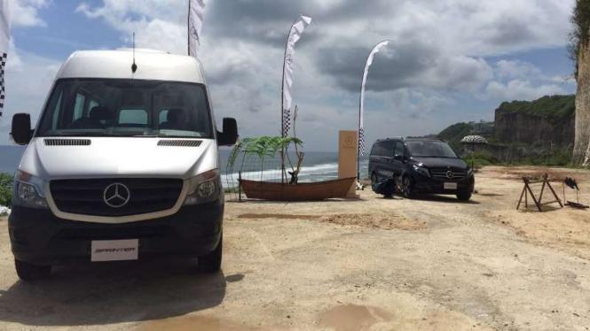 Test drive Mercedes-Benz V-Class dan Sprinter.