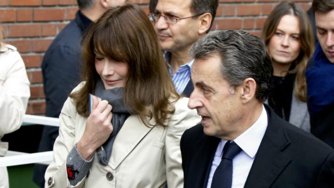 Mantan Presiden Prancis Nicolas Sarkozy dan istrinya, Carla Bruni.