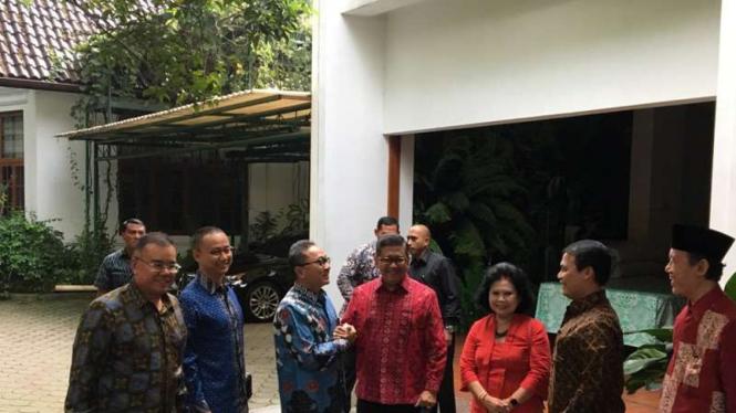 Ketum PAN Zulkifli Hasan di kediaman Ketum PDIP Megawati Soekarnoputri.